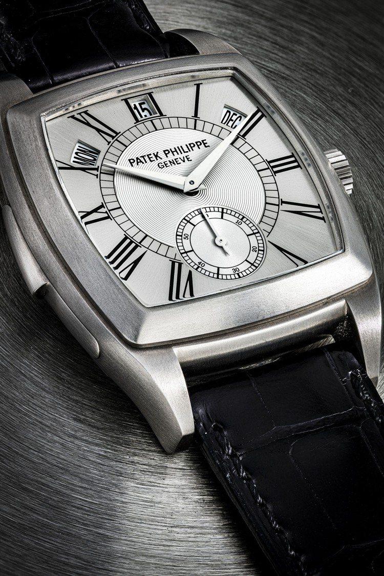百達翡麗型號 5033獨一無二,鈦金屬自動上鍊酒桶形腕表,配大教堂鐘聲三問及年曆...