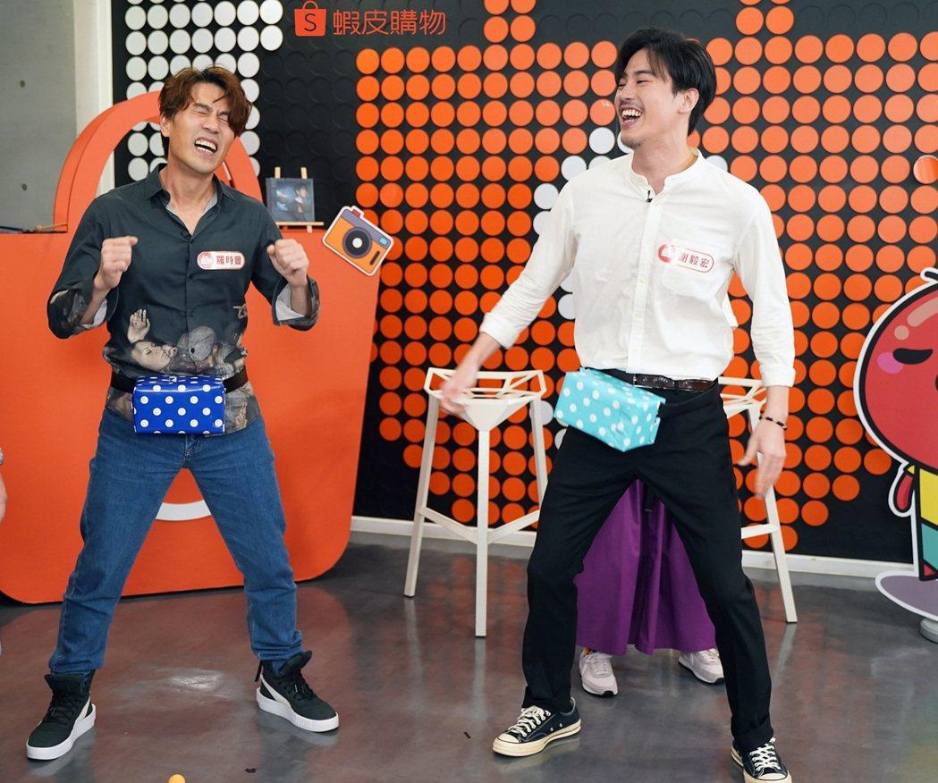 羅時豐(左)和外甥謝毅宏比賽抖臀。圖/蝦皮購物提供