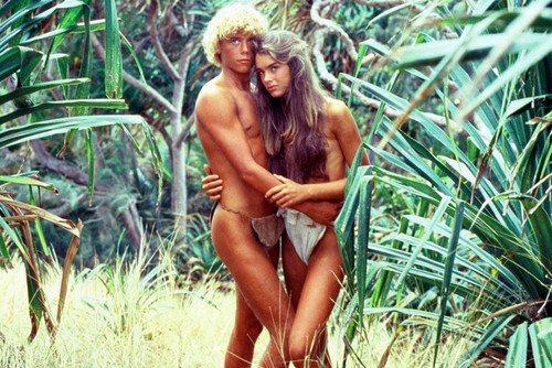 青春俊美的少男少女、碧藍海水與潔白沙灘 ……很多人馬上會聯想到著名電影「藍色珊瑚礁」,今年適逢該片上映將滿40周年,女主角布魯克雪德絲也在滿55歲的前夕,發布最新在沙灘上的比基尼照片,讓人大嘆時光飛...