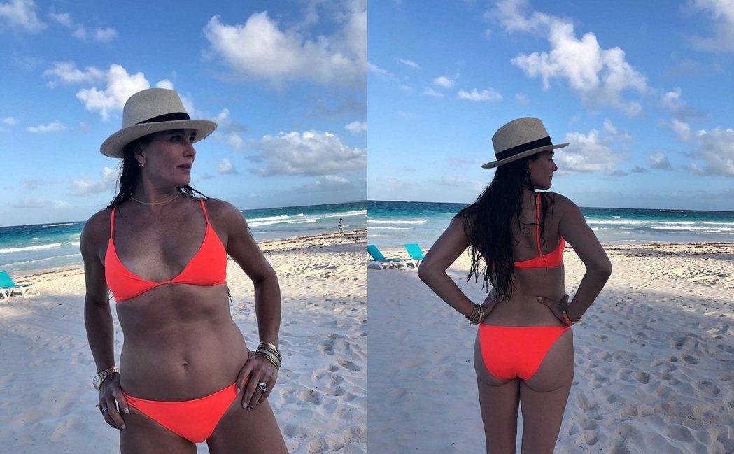 將滿55歲的布魯克雪德絲,散發熟女的魅力。圖/摘自Instagram