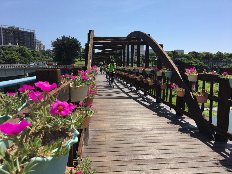 「奇萊玩一夏」活動的「湛藍海岸線」路線,帶民眾沿著海岸線踏騎,飽覽海景。圖/花蓮市公所提供