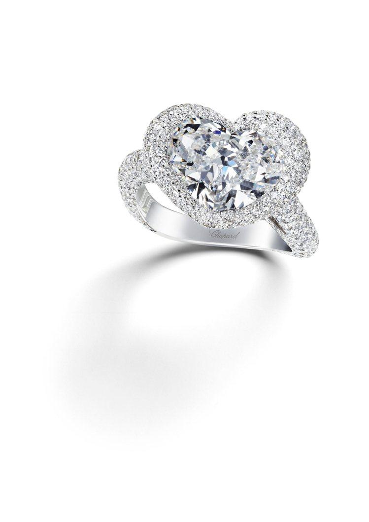 蕭邦婚戒系列18K白金鑲嵌1顆總重10.02克拉鑽石主石,與總重3.31克拉白鑽...