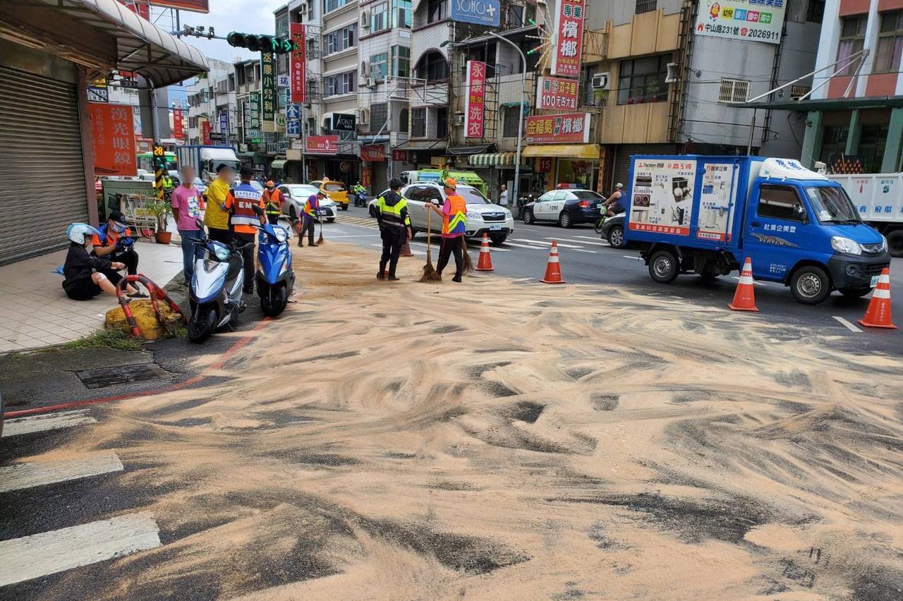 影/永康機械車漏油8騎士滑倒 警將對闖禍駕駛開罰