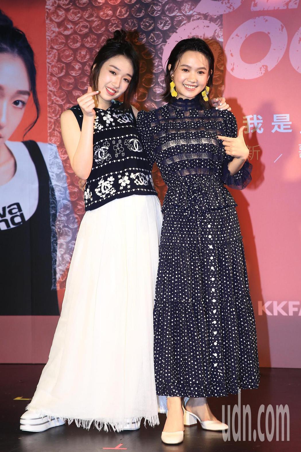 李翊君與檢場的女兒王敏淳(左)下午舉辦「我是王敏淳ChanelWang新歌發表會