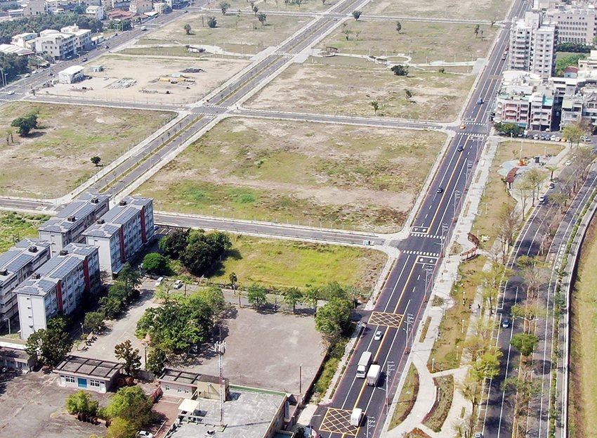 岡山第87期重劃區是高市府在岡山區第一個完成的土地開發區,內有公園綠地及醒村懷舊...