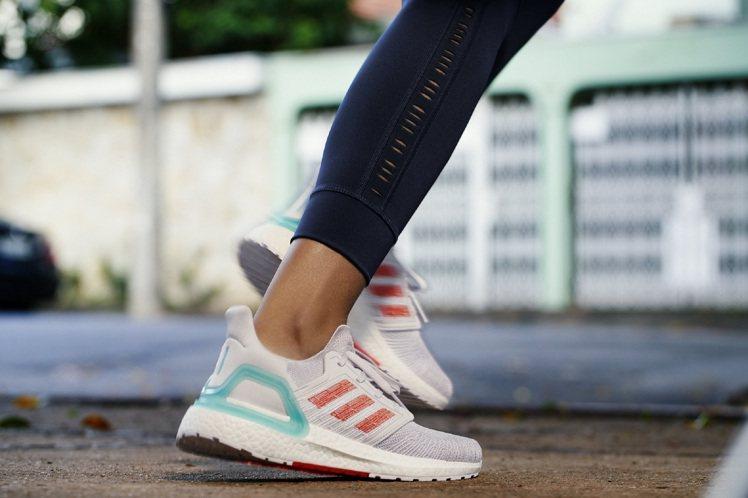 adidas PRIMEBLUE系列Ultraboost 20跑鞋5,990元。...