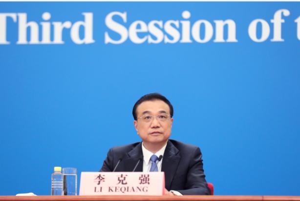 中共總理李克強表示,抗擊疫情發展經濟,各國都要同舟共濟,越過巨浪衝擊。圖/新華社