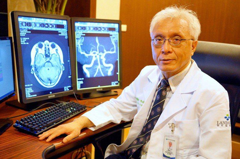 陳啟仁醫師提醒腦中風有年輕化趨勢,建議45歲以上做影像檢查。圖/聯新國際醫院提供