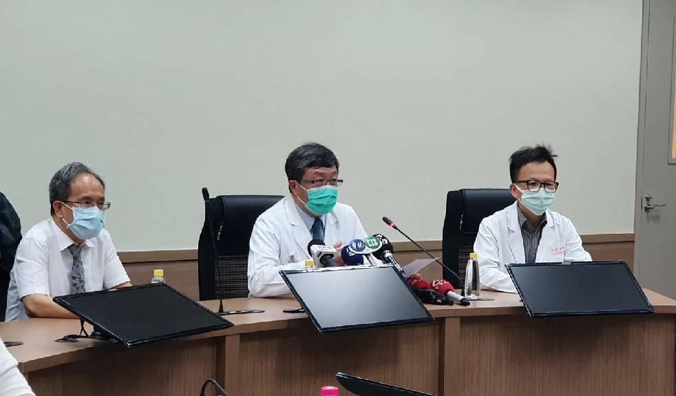 林口長庚醫院今天宣布,經過團隊不斷測試不同來源的病毒株後,終於找到能有效抑制新冠...