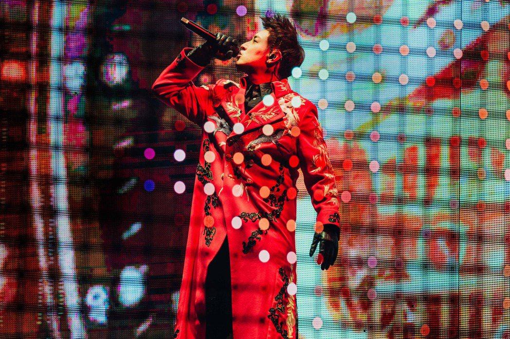 潘瑋柏推出演唱會紀實影像USB。圖/華納音樂提供