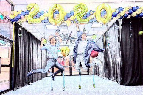 伊能靜跟前夫庾澄慶(哈林)離婚11年,兩人育有一子小哈利,近期小哈利替伊能靜編舞,連帶被網友曝光私下穿女裝的照片,意外成為話題人物,網上好評一片,誇他做自己真勇敢。哈林對此沒回應,今在臉書分享小哈利...