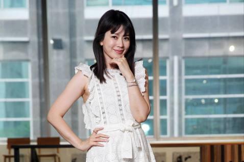 時尚媽咪Melody,不僅擁有能讓商品立刻斷貨的能力,還是台灣第一個做Podcast的藝人。Melody這幾年沒演戲,生活走入時尚圈,憑的不只是當年選美第一的外型,而是對流行具有相當的敏銳度,習慣用...