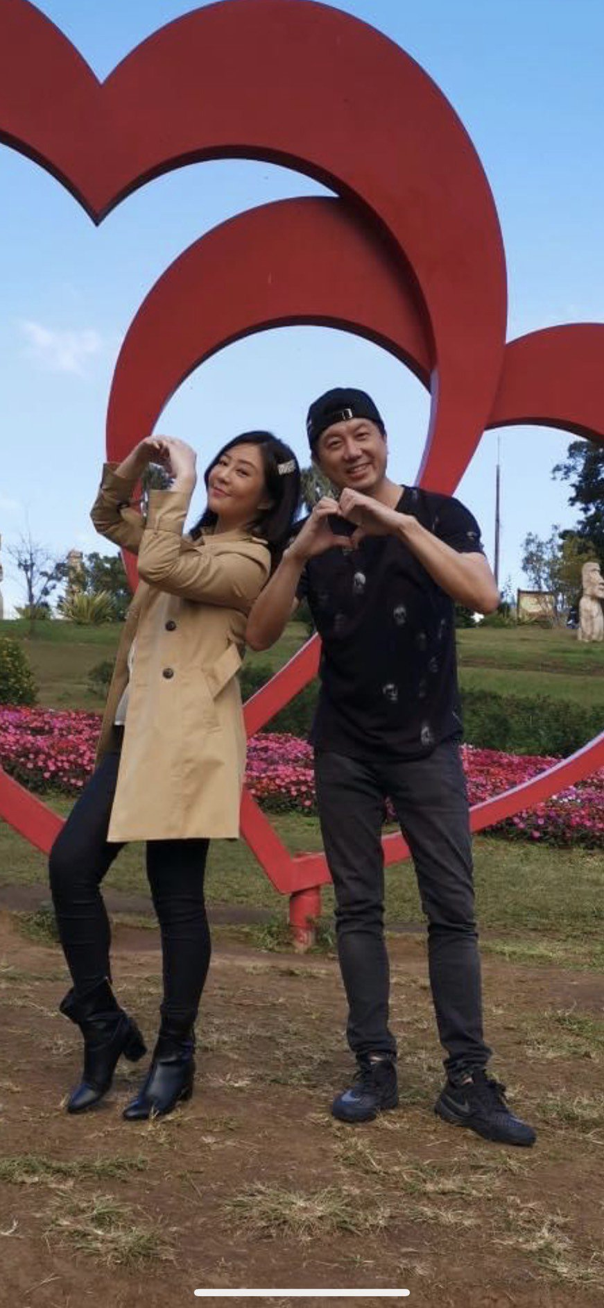 吳皓昇(右)、文汶經歷愛情長跑到結婚,夫妻感情依然甜蜜。圖/翻攝臉書