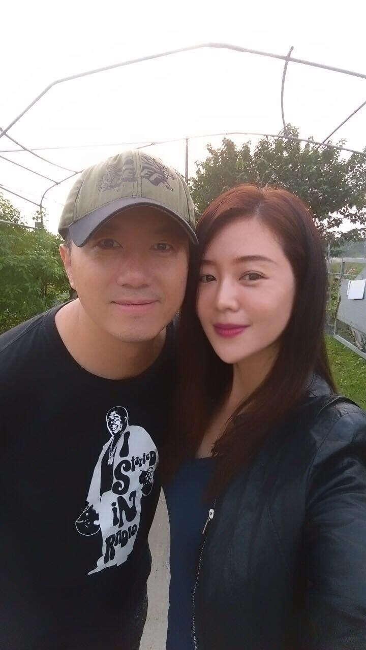 吳皓昇(左)、文汶經歷愛情長跑到結婚,夫妻感情依然甜蜜。圖/翻攝臉書