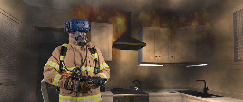 宏達電指出,新一代的FLAIM Trainer將觸覺反饋技術與現實世界的消防設備相結合,藉由大量客製化變數為消防單位提供多樣性且無危害的VR火場模擬環境。 圖/宏達電提供