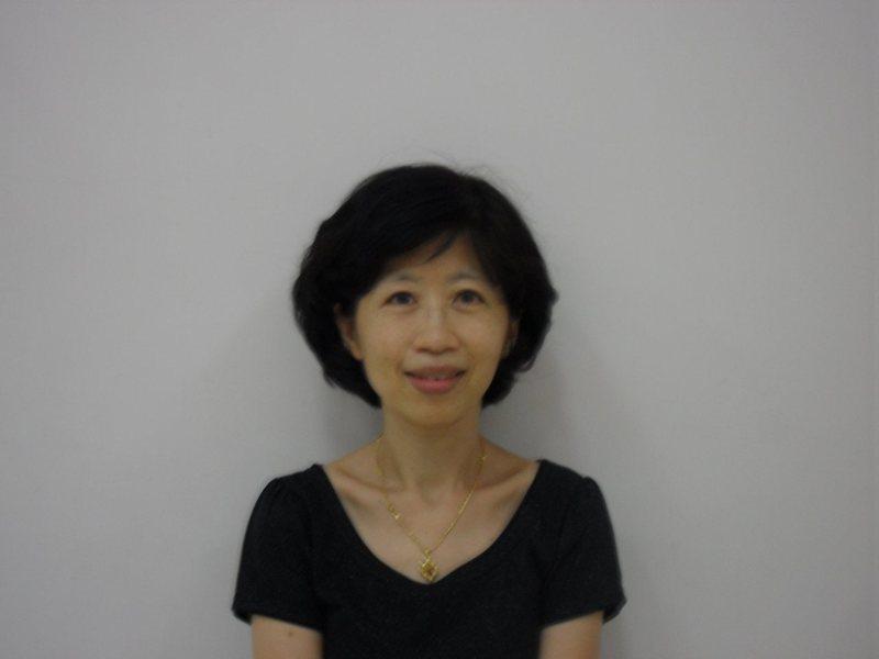 台北市長柯文哲的妻子陳佩琪,今晚在臉書針對近來時事分享看法,除了對柯文哲上節目記不住結婚紀念日又搬出媽媽經,且突然訓斥她感到滿肚子火想扁柯。圖/取自陳佩琪臉書
