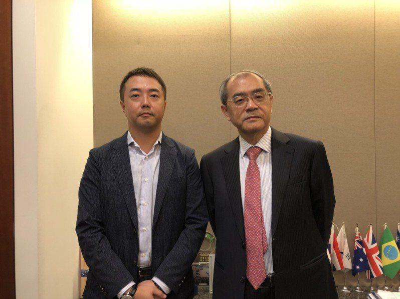 研華董事長劉克振(右)與其長子劉蔚志。記者謝艾莉/攝影