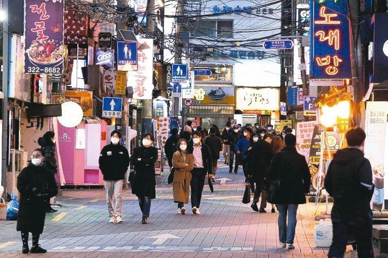 南韓央行(BOK)28日宣布降息1碼,利率降至0.5%的歷史新低。(路透)