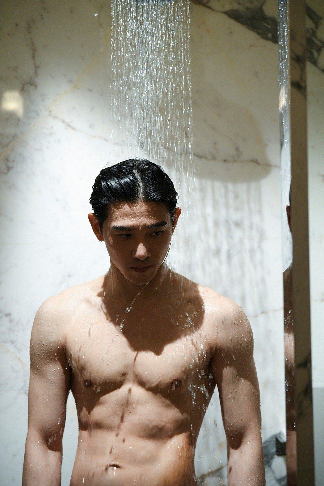 張立昂為洗澡戲減重4公斤。圖/三立提供