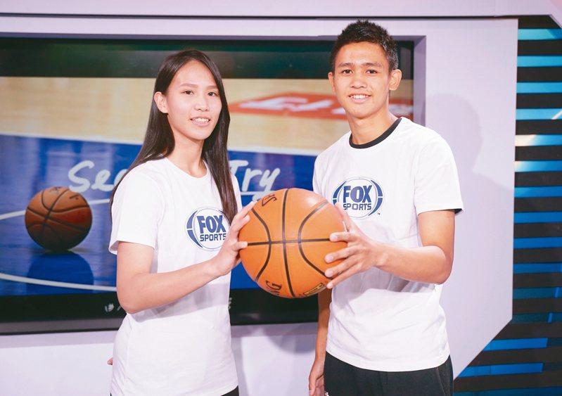 王玥媞(左)和游艾喆昨參加公益歌曲發布會。 圖/FOX SPORTS提供
