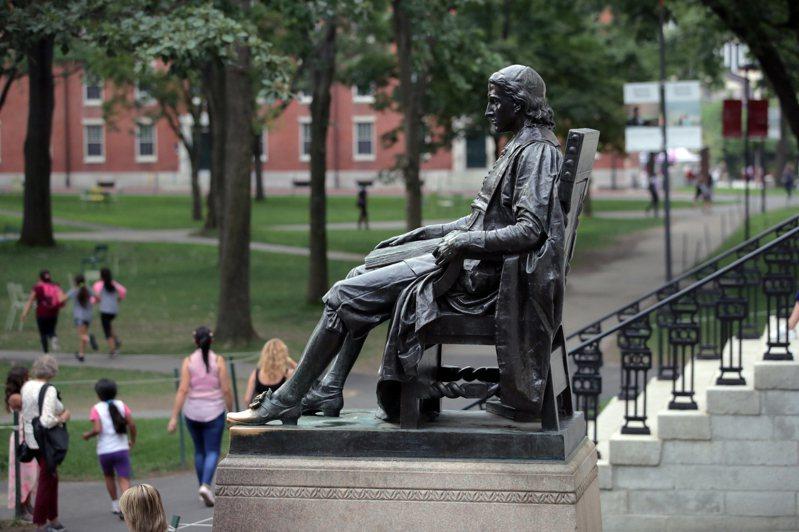 美國官員透露,川普政府計畫取消數千名大陸留學生簽證。圖為哈佛大學。 (美聯社)