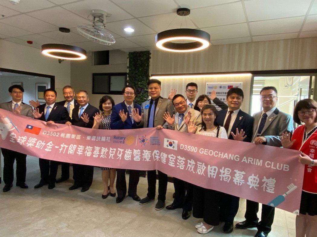 「友愛牙科室」今天舉辦揭牌啟用典禮。記者高宇震/攝影