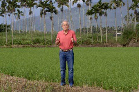 「嘿,你比我更瞭解我們國家。」來自美國加州的73歲旅行達人羅森度,自豪聽過不少台灣人向他這樣稱讚。他主持的美國公視旅遊節目以太魯閣為題,獲頒泰利獎。獲得6座艾美獎的羅森度(Joseph Rosend...