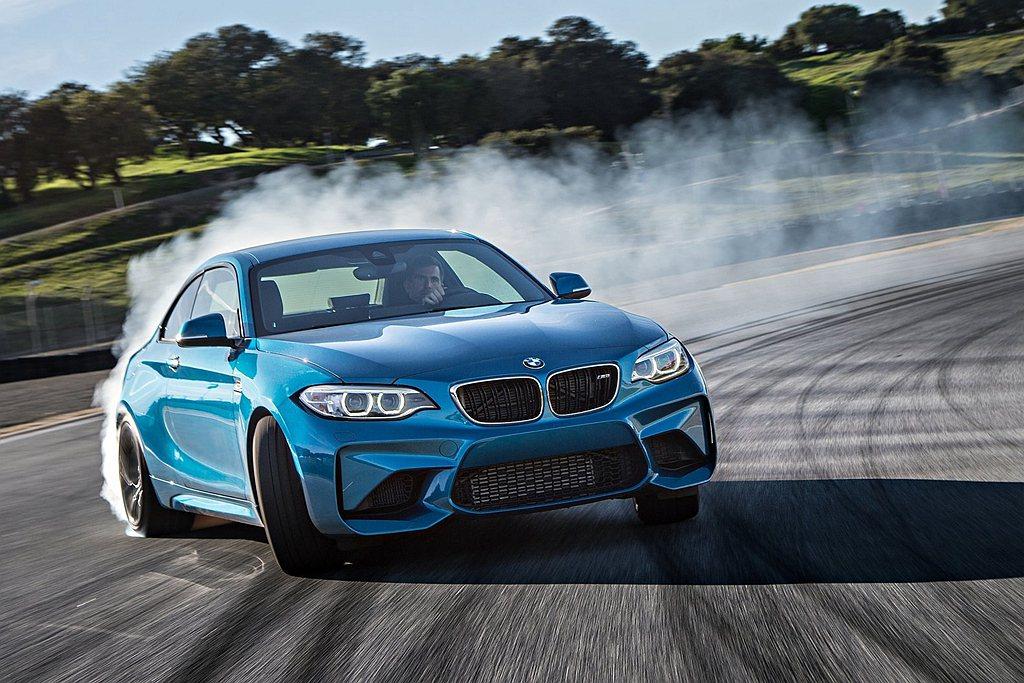 BMW於2014年推出2 Series新車系,不僅繼承BMW一貫的操控基因,20...