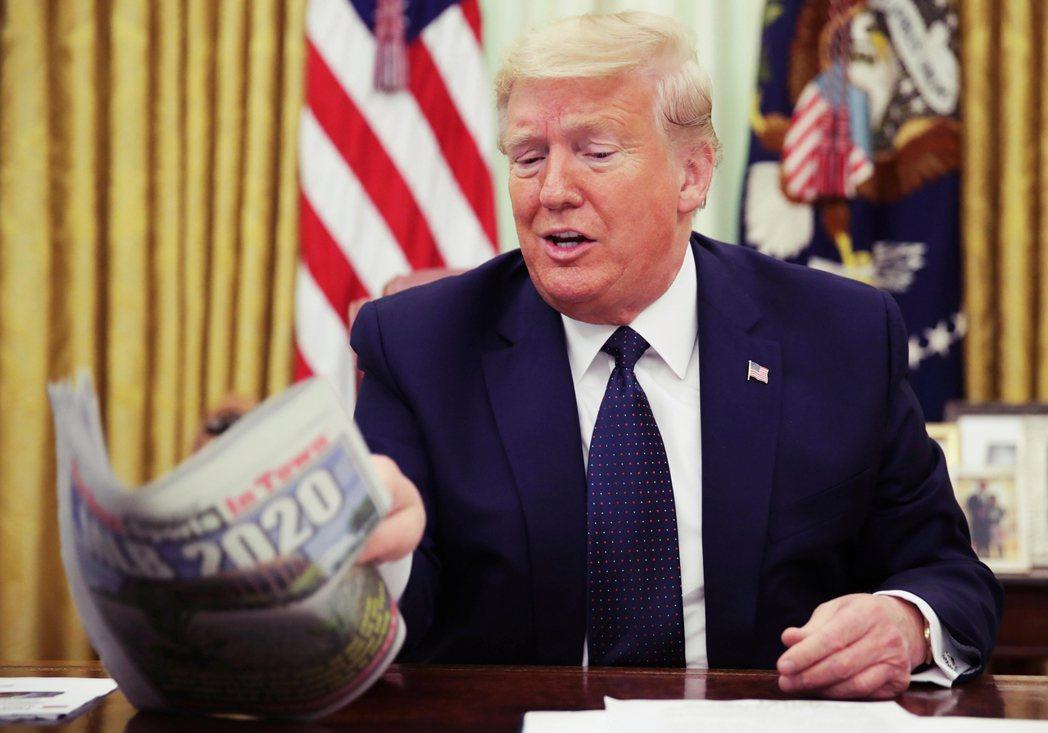 美國總統川普28日針對Twitter等媒體巨獸,簽署了一項爭議的行政命令,要求砍...