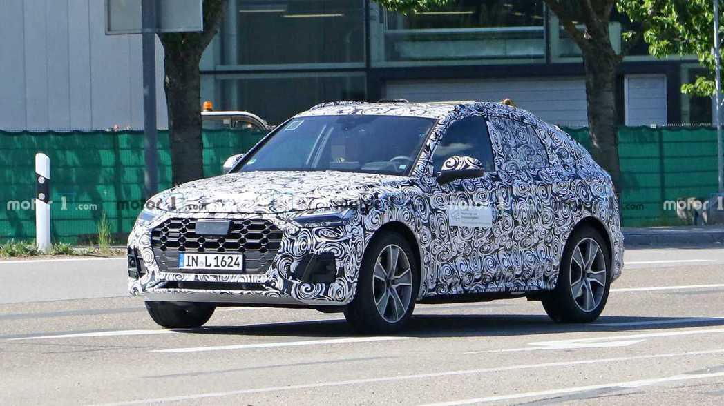 全新Audi Q5 Sportback偽裝車首度捕獲! 摘自Motor 1