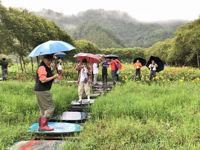 全球唯三活盆地就在南投魚池鄉頭社,踩線團雨中感受「曼波田」動能,搖得不亦樂乎。 ...