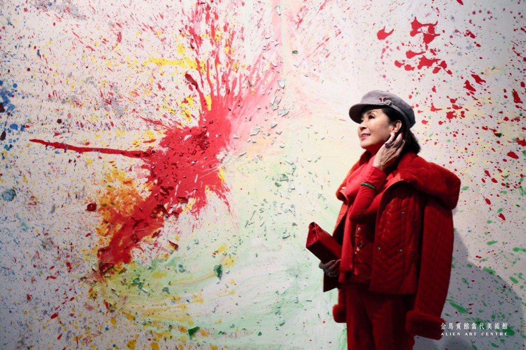 國際巨星白嘉莉日前亦曾至金馬賓館當代美術館觀展,並預計11月份於此舉辦個人創作回...