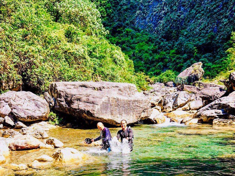 不用辛苦排隊等下水,恣意在這個秘境裡享受沁涼。