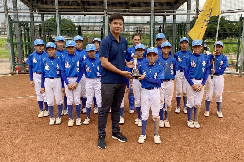 德音國小勇奪季軍。 學生棒球聯盟提供
