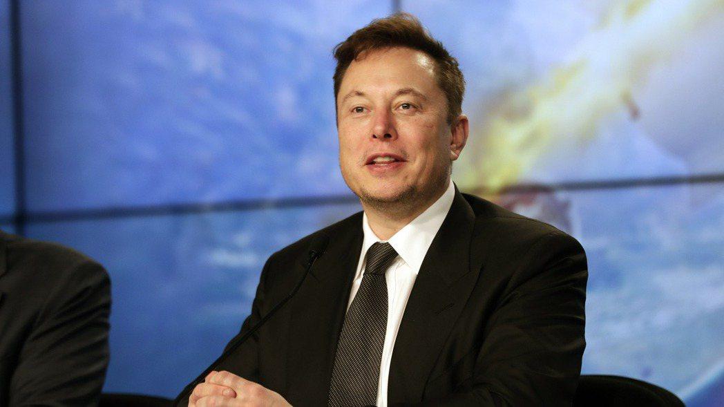 電動車大廠特斯拉執行長馬斯克獲得與績效掛勾的第一筆股票期權,市價約7.75億美元...