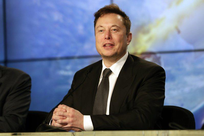 電動車大廠特斯拉執行長馬斯克獲得與績效掛勾的第一筆股票期權,市價約7.75億美元。美聯社