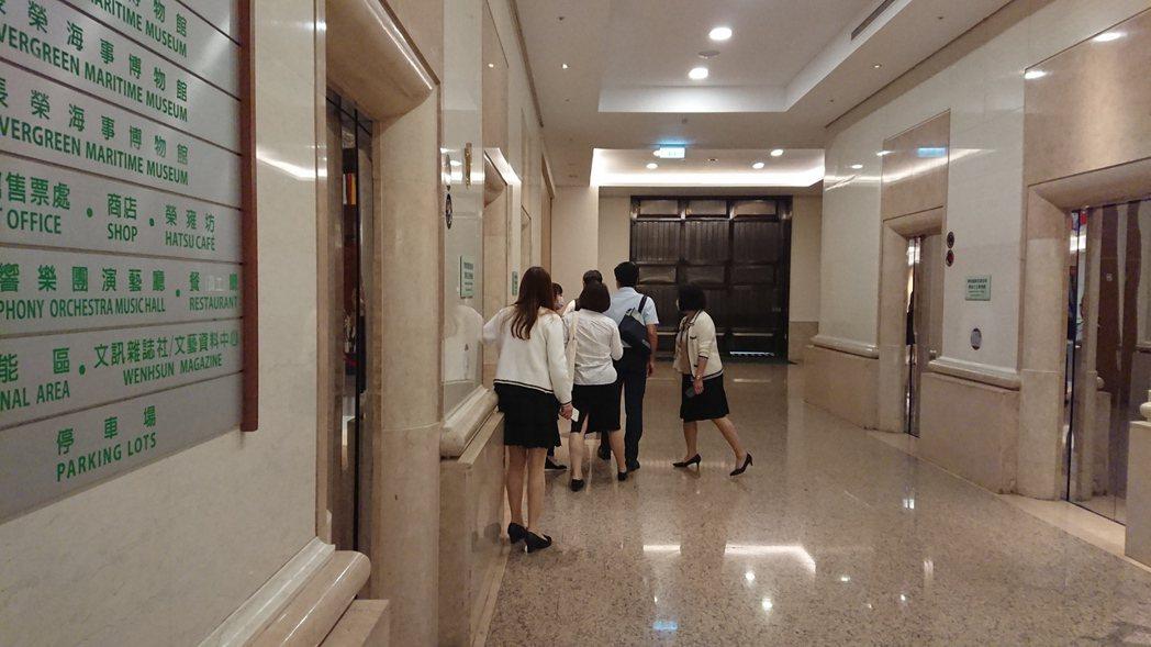教育部官員上午來到基金會,基金會董事會正常舉行。黃淑惠攝