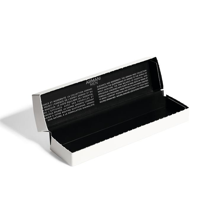 亞曼尼男仕保養的包裝,以黑白風格呈現俐落感。圖/亞曼尼提供