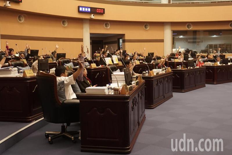 花蓮縣議會今天審議礦石特別稅,多數議員支持維持每公噸70元計徵。記者王燕華/攝影
