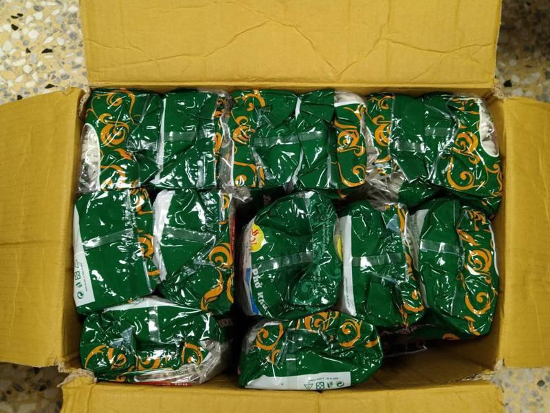 台中市港動國際有限公司廖姓老闆,授意員工將越南進口的河粉(圖),換裝改為產地標示為台灣產地的越南王河粉包裝,向6家加盟店詐財。圖/台中地檢署提供