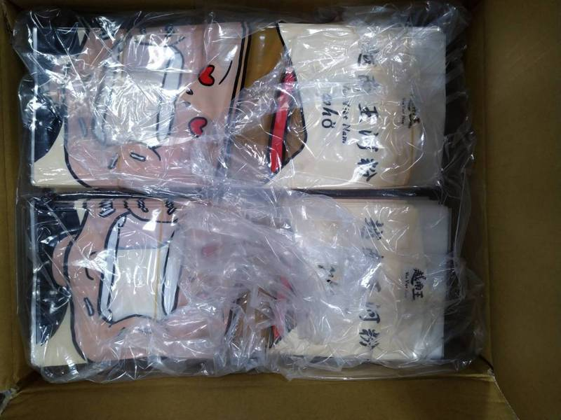 台中市港動國際有限公司廖姓老闆,授意員工將越南進口的河粉,換裝改為產地標示為台灣(圖)產地的越南王河粉包裝,向6家加盟店詐財。圖/台中地檢署提供