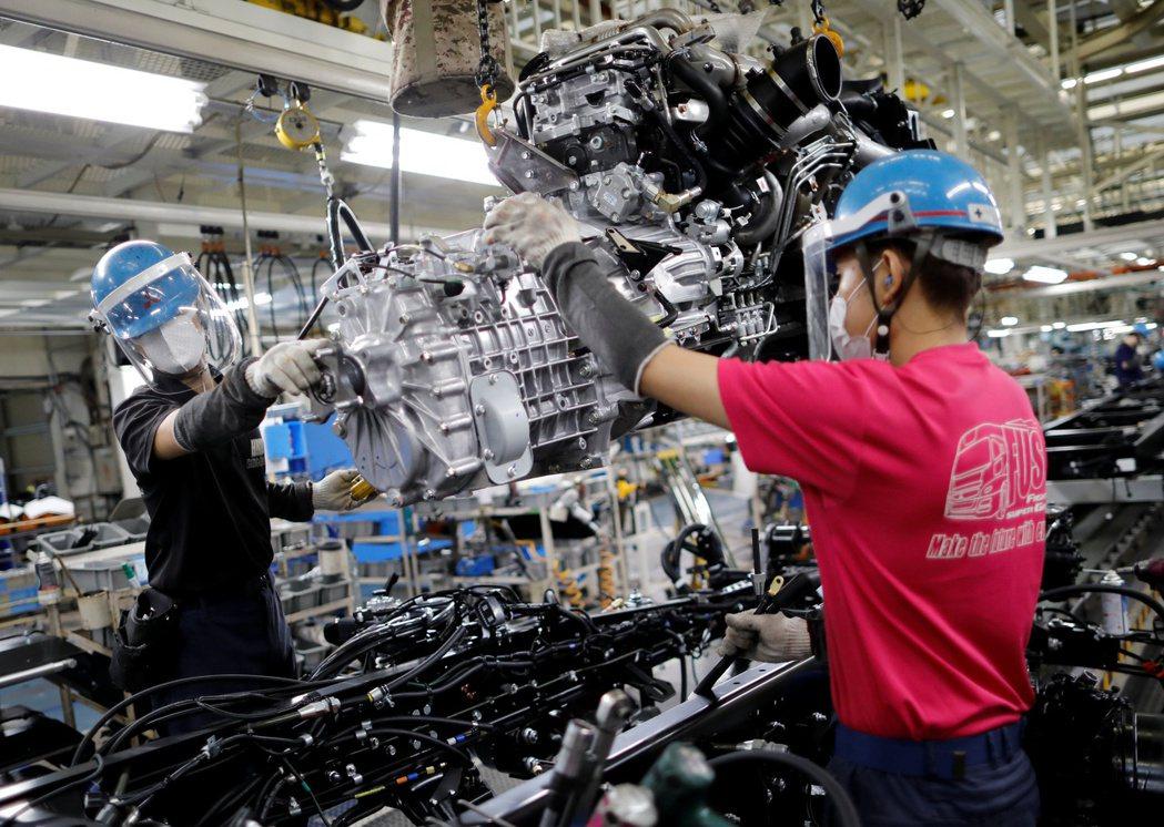 日本4月工業生產和零售銷售同步下滑。路透