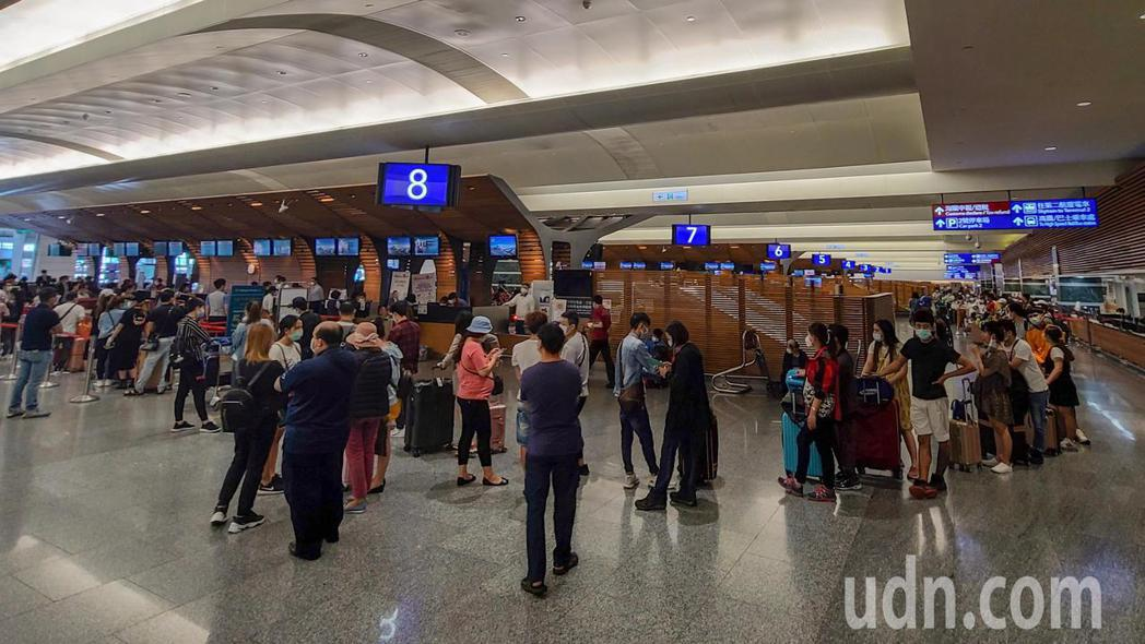 新冠肺炎爆發後,由於越南進行邊境管制,導致越南民眾滯留在台無法回國,越南政府今天...