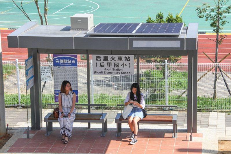 台中市的公車候車亭,在市區已很普遍,在原縣區偏鄉卻受限難設置。圖/台中市府提供