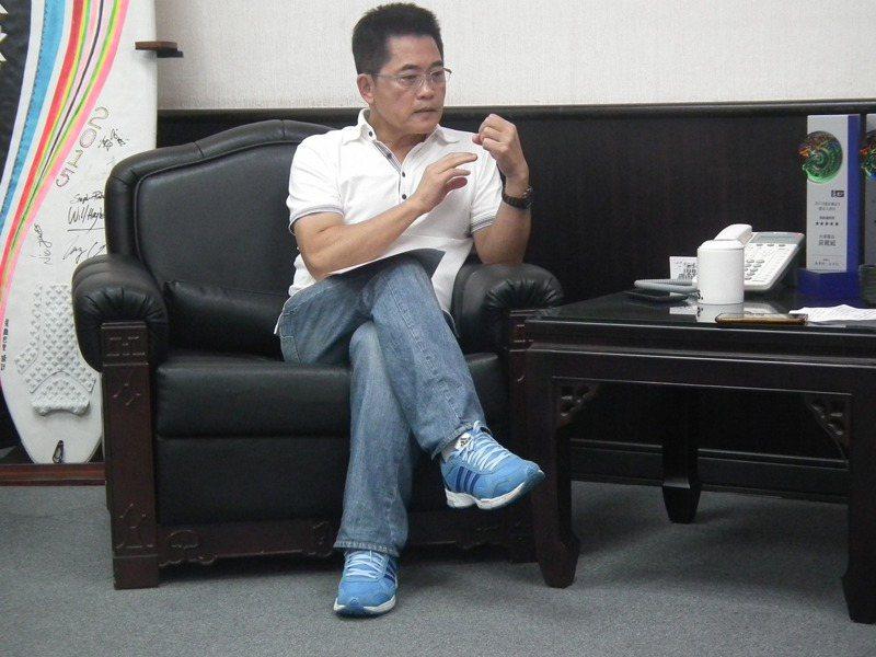 前台東縣長黃健庭,今天下午在哥人臉書PO文表示即日起辭去台東縣政府縣政首席顧問。本報資料照片