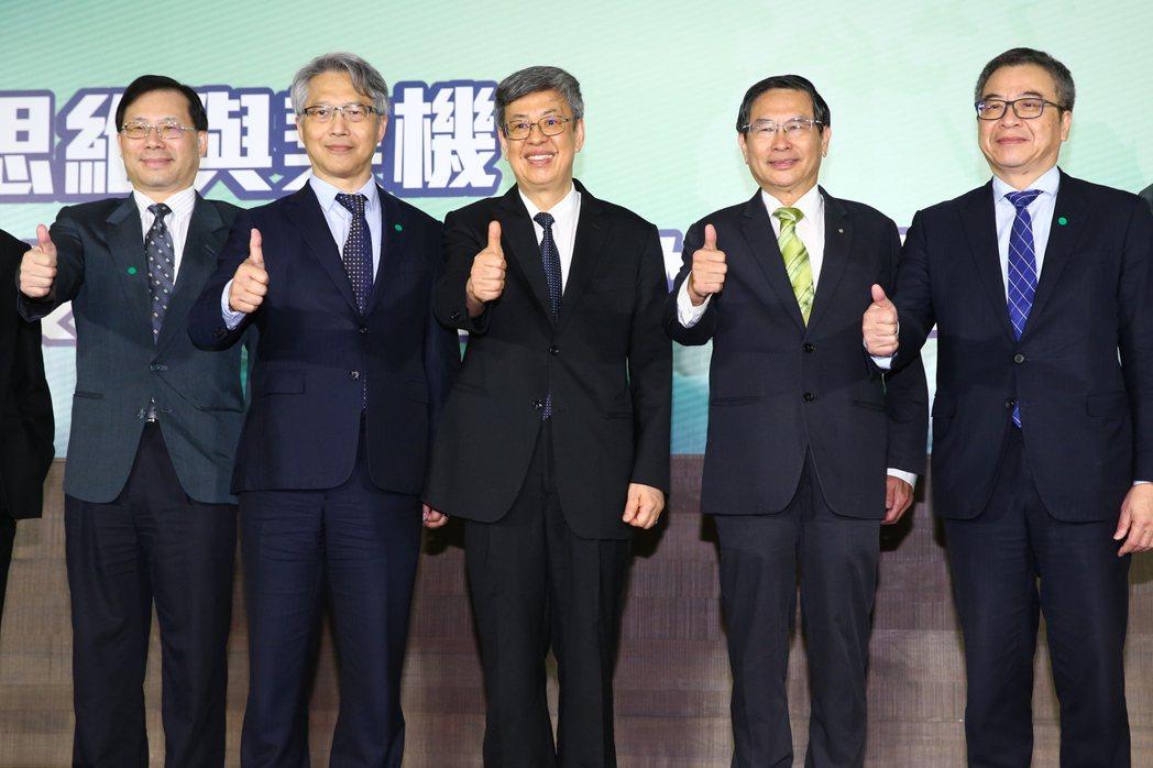前副總統陳建仁(左三)、中研院院長廖俊智(左二)、財團法人生物技術開發中心董事長...