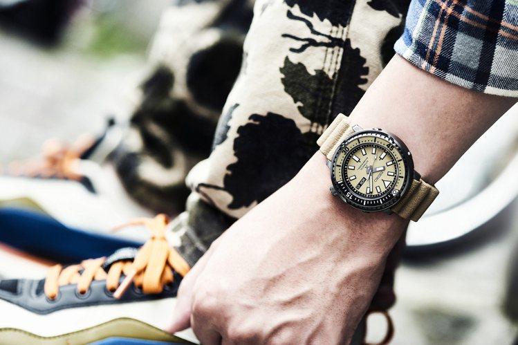 SEIKO今年全新的Street Series系列腕表,以70年代經典潛水表與8...