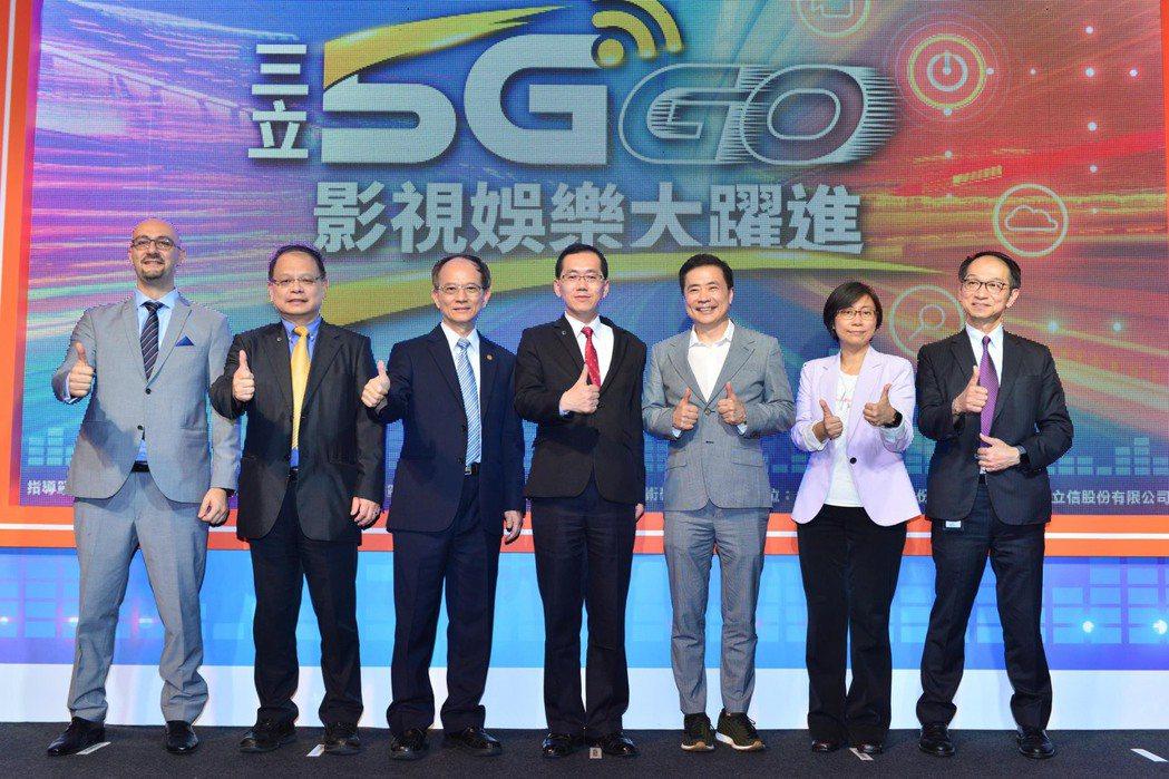 台灣愛立信股份有限公司藍尚立總經理(左起)、工業技術研究院服科中心鄭仁傑執行長、