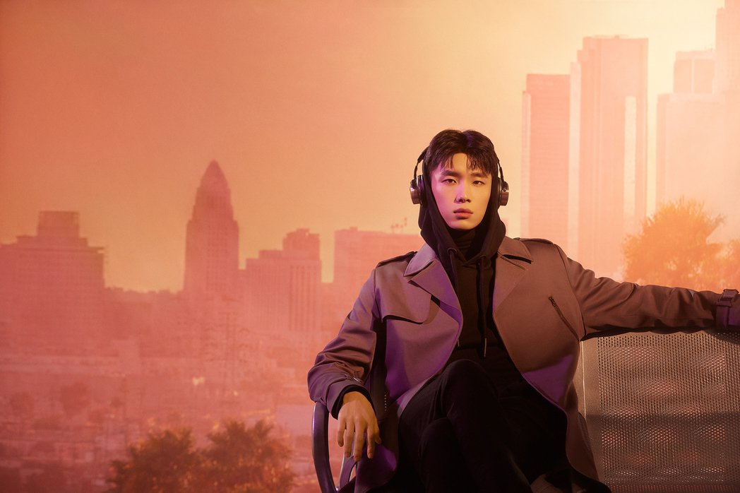 曹楊新歌「機場」以獨特「揪心聲音演技」唱出愛情分手戲。圖/杰威爾提供