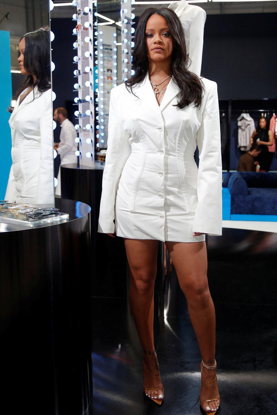 蕾哈娜靠自創彩妝銷售,成為樂壇富豪。圖/路透資料照片